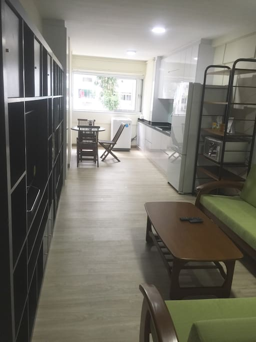 Open concept living, dining and kitchen (LDK)