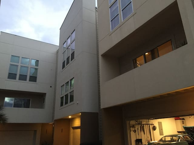 Super Bowl Luxury Townhome-Ideal Central Location - Houston - Rumah bandar