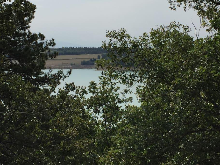 Vue depuis le balcon, le Lac est en contrebas..