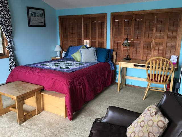 Great Room & Location with Private Bath & Balcony