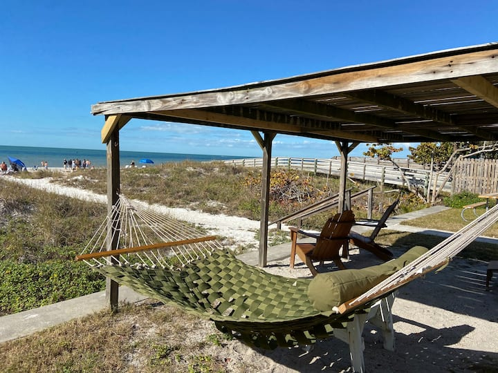 #5 Beach Front Cottage w view- Indian Rocks Beach