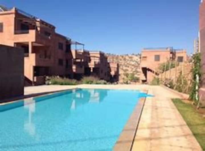 Appartement avec terrasse solarium/ piscine/WiFi