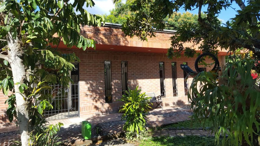 Casa nueva neorustica espectacular - La Jagua - House