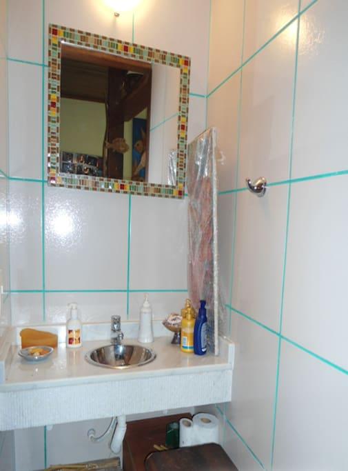 lavabo na parte de baixo