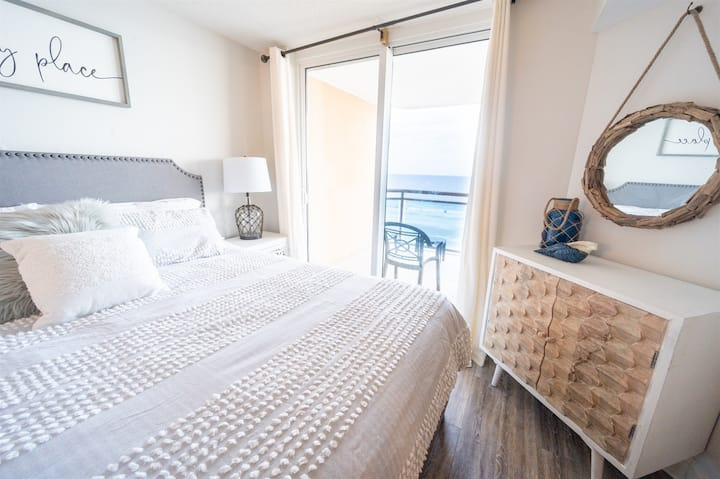 ⭐ Bahama Sands PRIVATE & CLEAN, Direct Oceanfront!