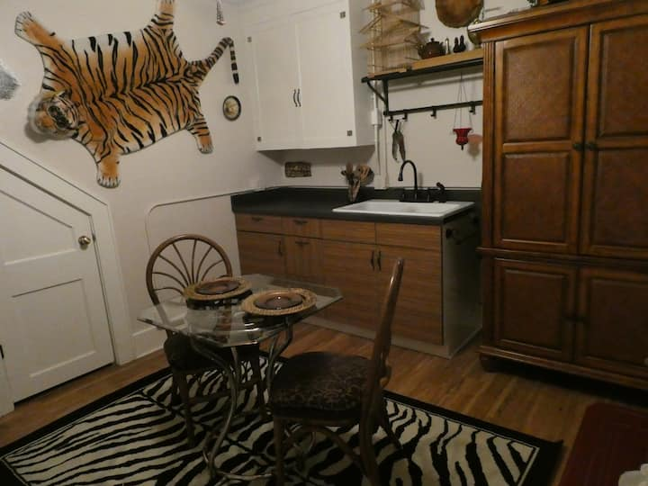 Whimsical, Romantic Apartment, Great Location!