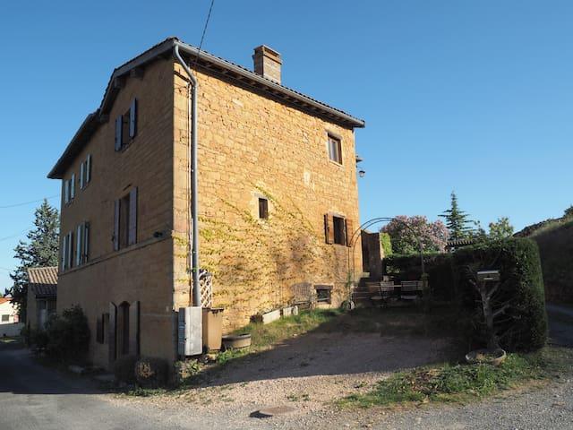 Belle maison en pierres dorées dans le Beaujolais - Ville-sur-Jarnioux - Huis