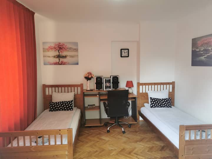PRIVATE ROOM NR 5 WITH SELF CHECK IN& WASHER&DRYER