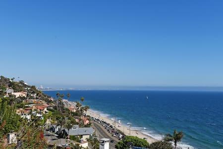 Studio with gorgeous ocean view! - Los Angeles - Lakás