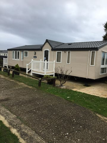 Brilliant 6 berth caravan for hire at Haven Hopton in Norfolk ref 80033L