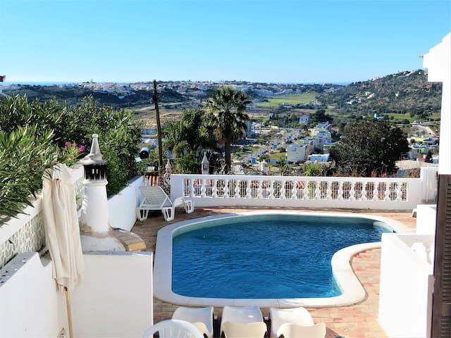 Cozy swimming  pool at Vila Mimosa House