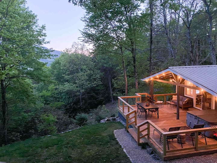 The Hillside House - Grandfather Mtn view, hot tub