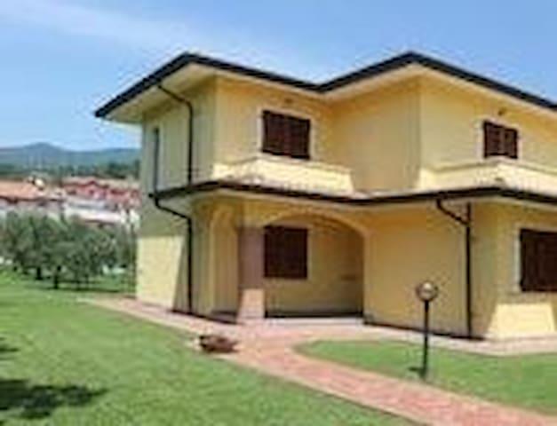 Appartamento in Villa - Colombiera-molicciara - Hus