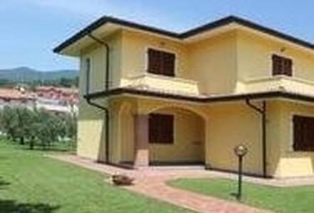 Appartamento in Villa - Colombiera-molicciara