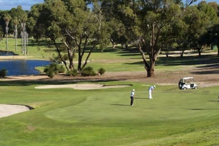 Yanchep Villa with Golf Course Views - Yanchep - Villa