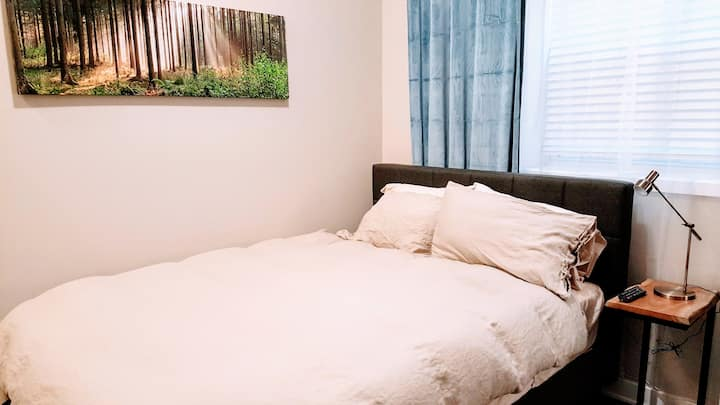 Lincoln Park DePaul U stylish furnished studio 8