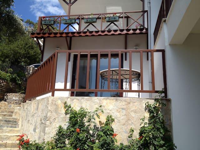 Site içerisinde manzaralı balkonlu bahçe katı!