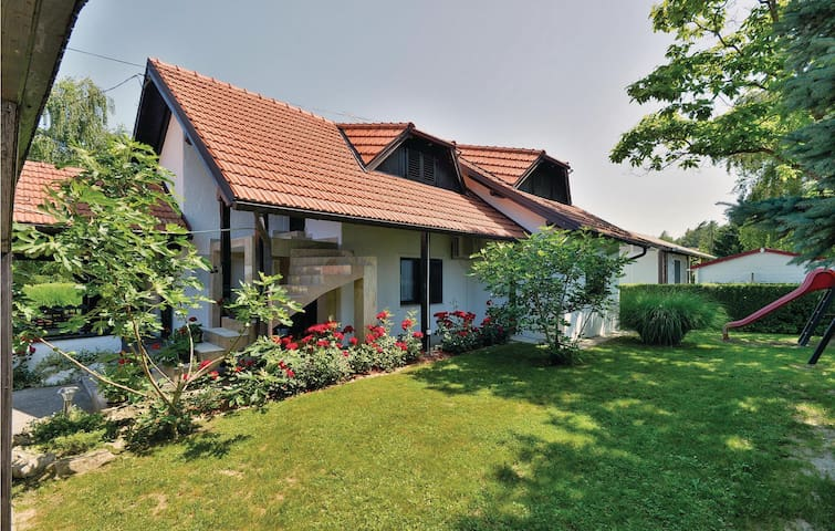 Holiday cottage with 2 bedrooms on 81m² in Legrad