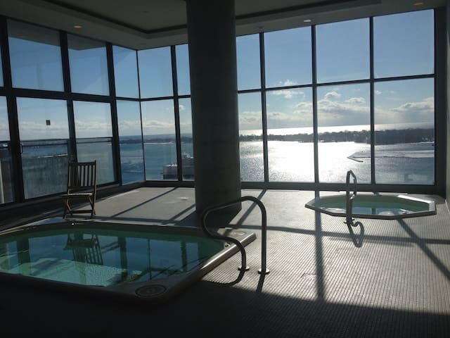 Pool, Gyms Luxurious Condo Downtown - Amazing View - Toronto - Apto. en complejo residencial