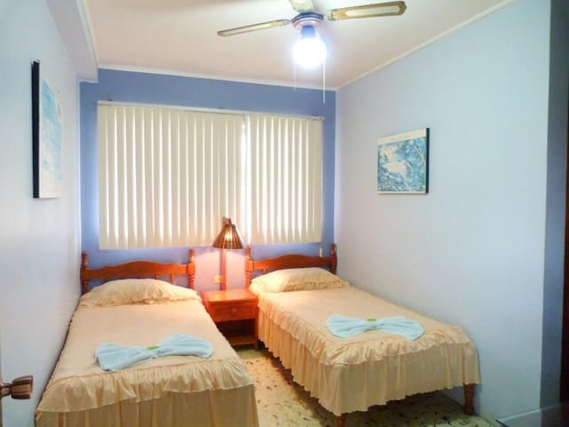 Double room with 2 beds on the ground floor without A/C. Hotel Naralit