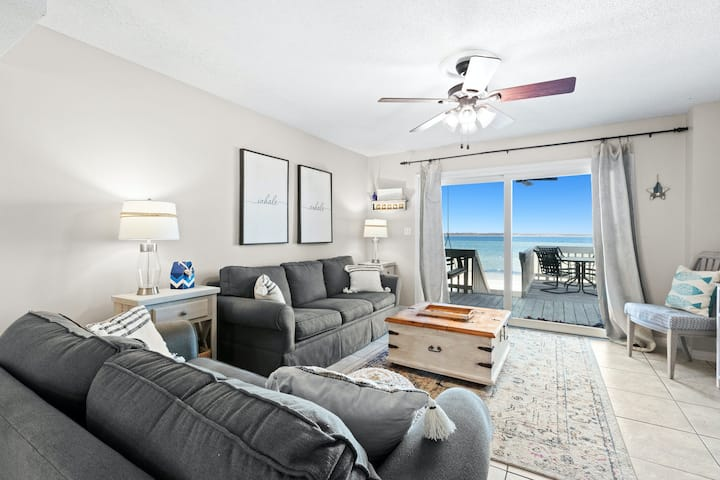 Waterfront Townhouse with shared pool, WiFi, & washer/dryer - snowbird-friendly!