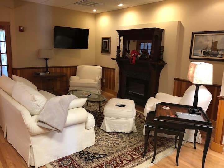 Stay In the Heart of New Hampshires Lakes Region!