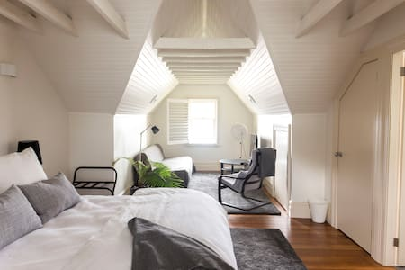 Private attic suite w/own bathroom in Darlinghurst - Darlinghurst