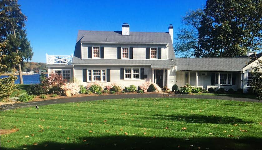 Charming Classic Cape Located Directly on CT River - Old Saybrook - Huis