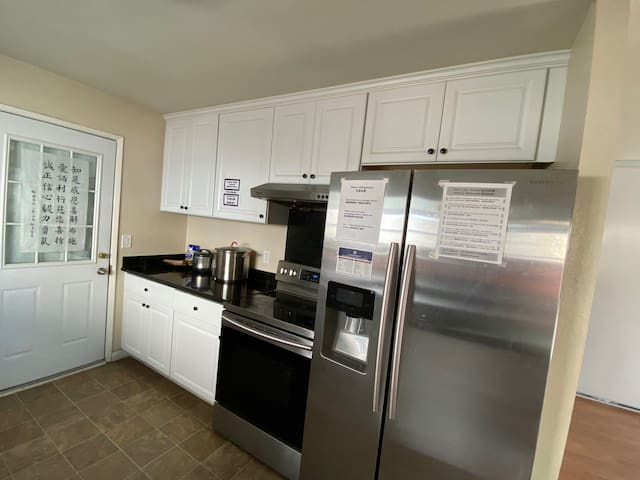 3L cozy room/ close to downtown