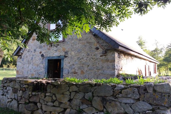 """Grange""""Joanetat"""" un endroit paisible , Val d'azun"""