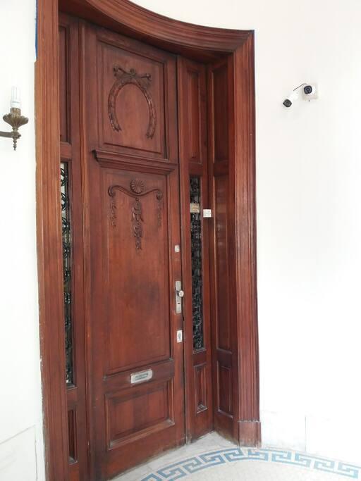 Puerta de acceso al apartamento