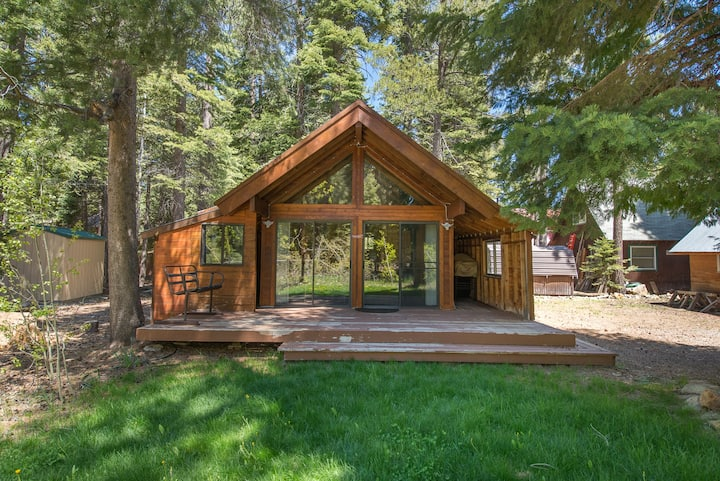 Woodsy private setting for quiet nights! Upgraded home on West Shore! Beaches