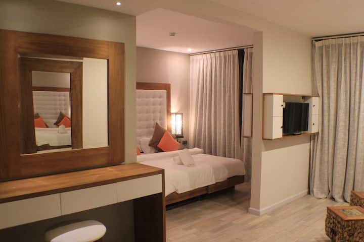 DLX Orchard  SUITE AT BOUTIQUE RESORT