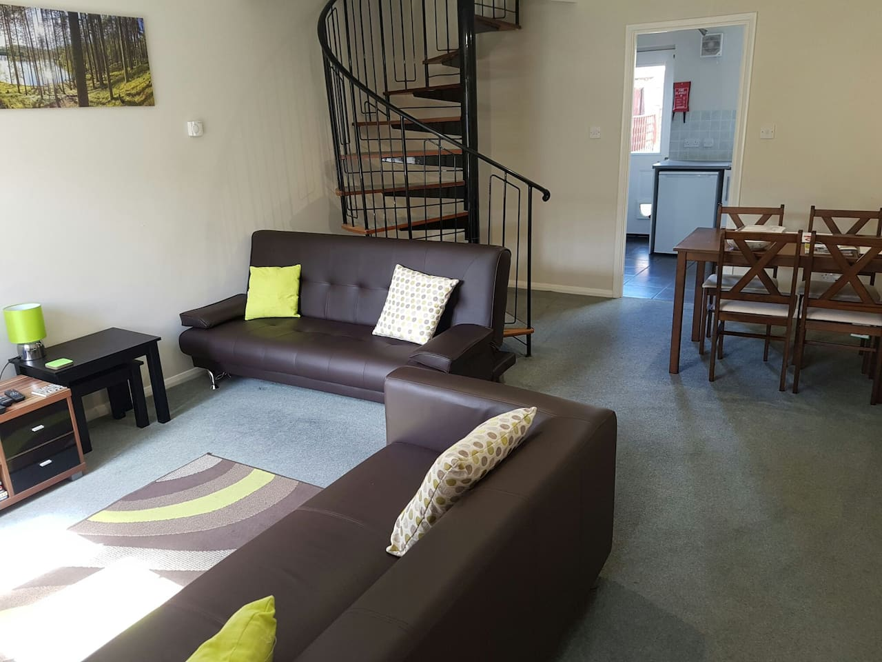 Entire 2 Bedroom House, With Parking and Private Garden