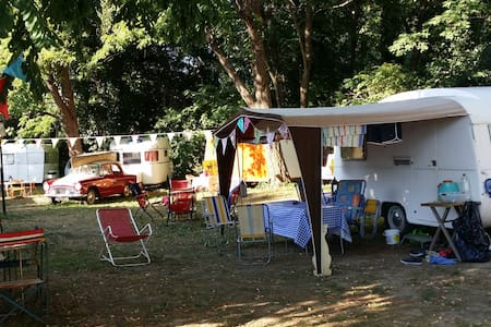 BORD RIVIERE FABULEUX CAMPING RETRO LA GAMBIONNE - Goudargues - Husbil/husvagn