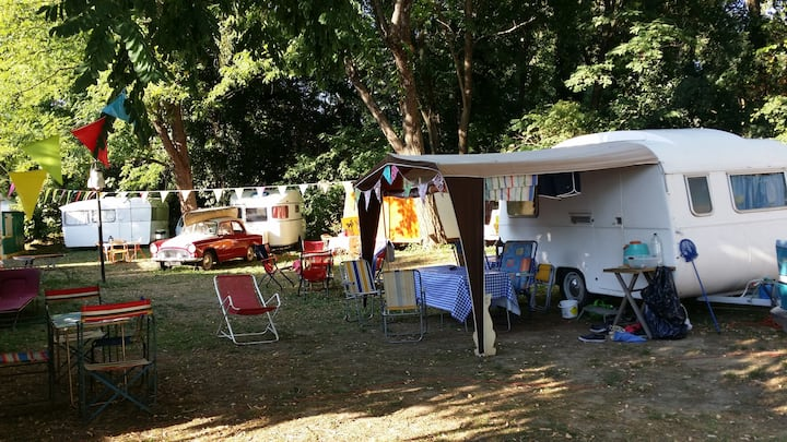 Caravanes vintages/ camping retro Provence riviere
