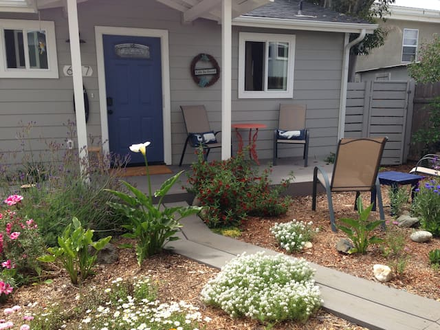 THE COTTAGE*7 blk to the bay! Quiet/private/garden - Morro Bay - Casa