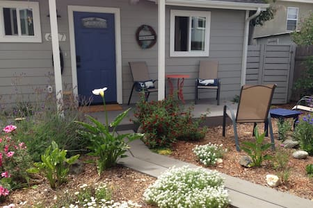 THE COTTAGE * 7 blocks to the bay!! Quiet/private - Morro Bay - Hus