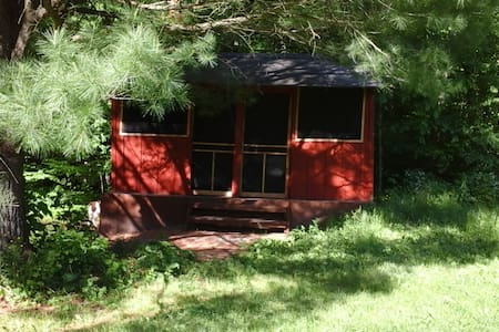 Rustic Cabin under the Pines - Freeville