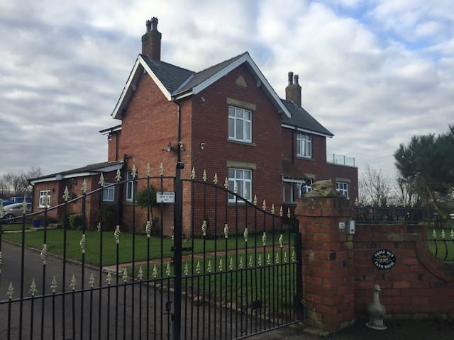 Spacious self-contained in countryside setting - Lancashire - Bungalou