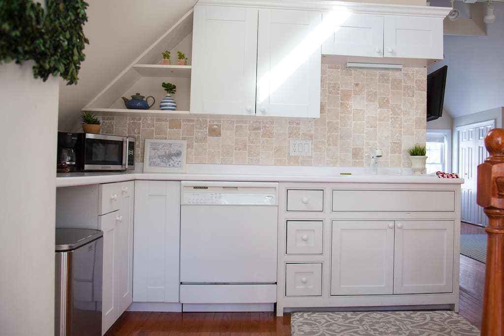 Great lil kitchen! Kitchen includes, toaster oven, microwave, coffee maker, fridge