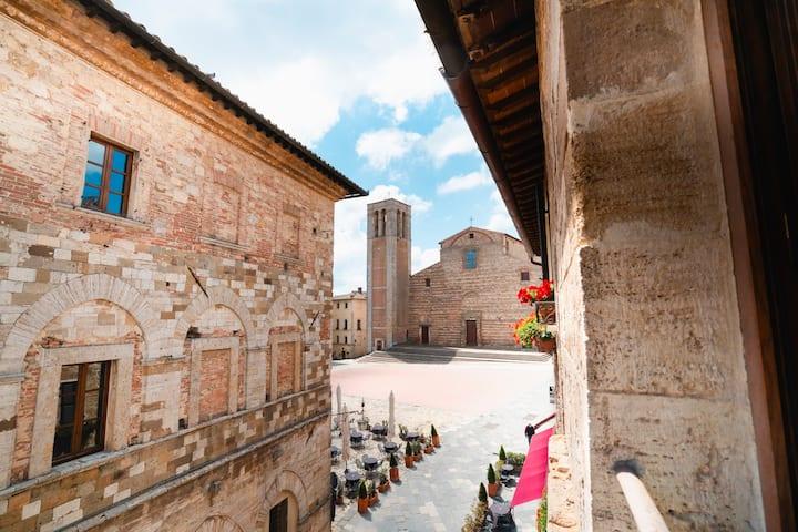 Osteria del Borgo  Suite, Piazza Grande view