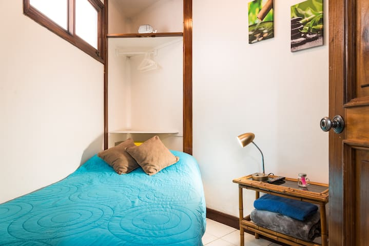 Cozy mini studio very close to UCR & Escalante