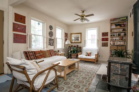 Comfy bedroom in cute house - Newport - Dom