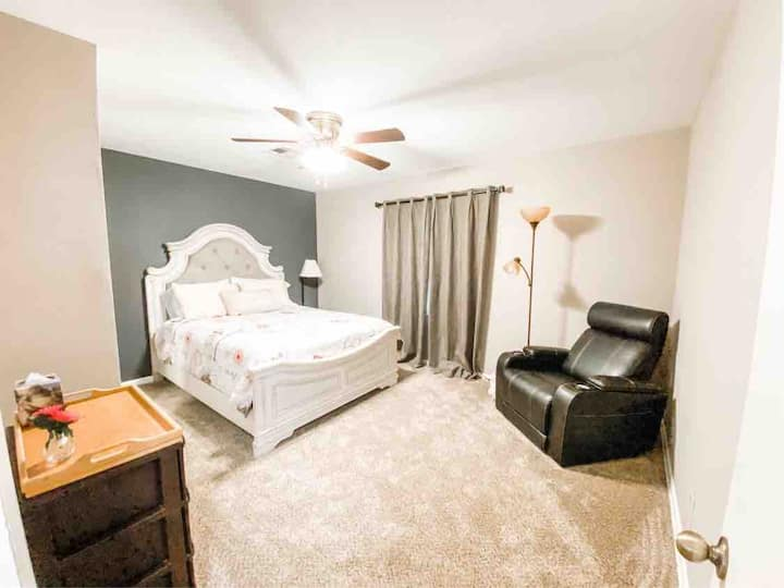 FREE 🅿️ Parking   🌻Spacious 3 BR/1 BR🌻 FAB LOCATION