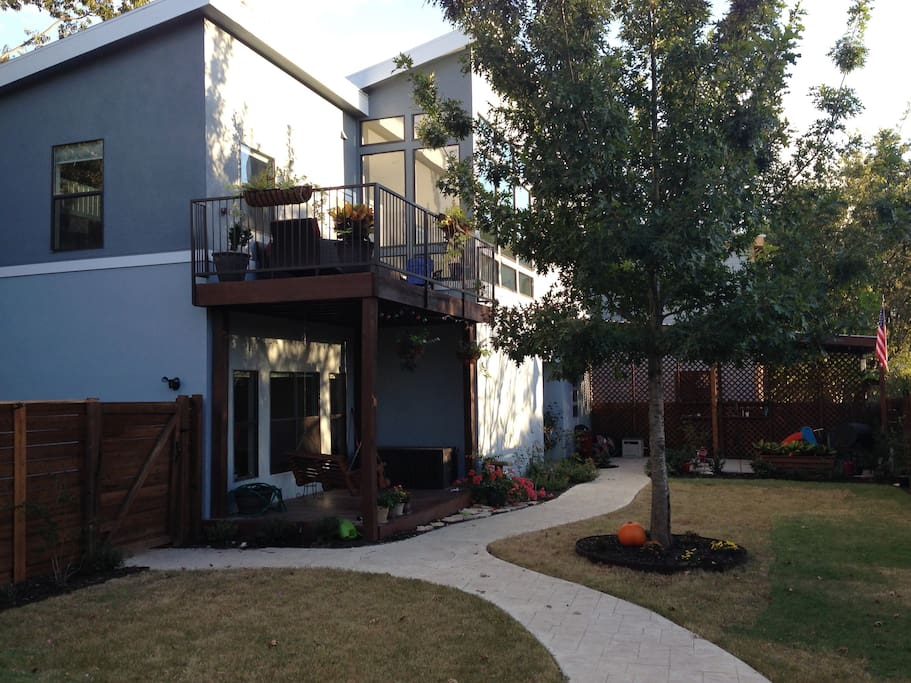 Large fenced private yard with pergola for entertaining
