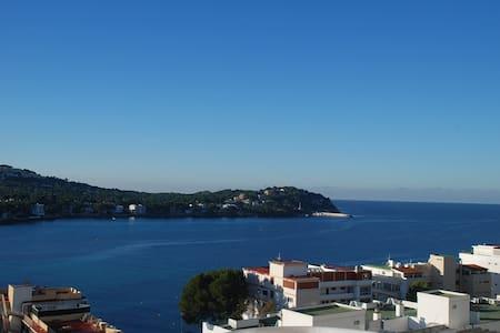 Santa Ponsa: Grandioser Meerblick direkt am Strand - Rotes Velles