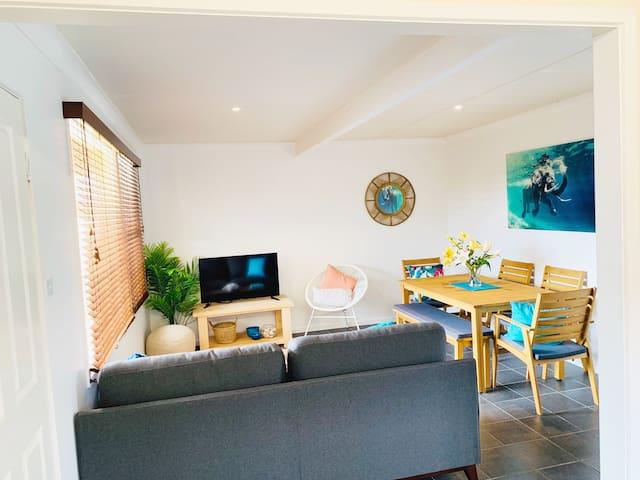 HUGE 4 bed House! NEW furniture, Wi-Fi & Netflix