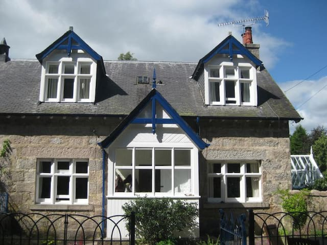 Self-catering, Aboyne (Saturday-Sat weeks only)