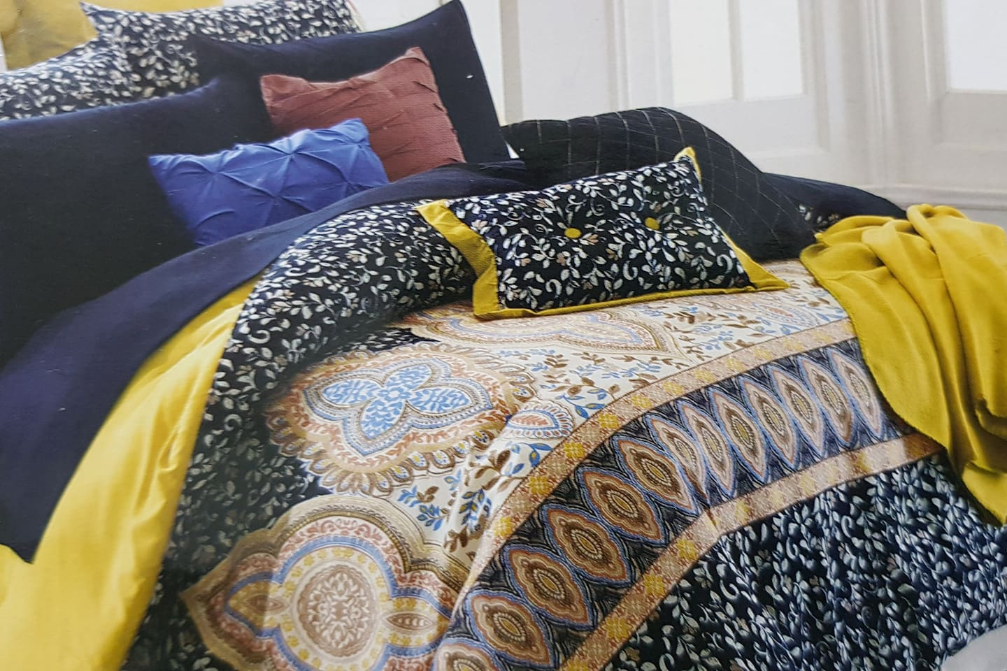 Bed topper with luxury 16 pc bedding
